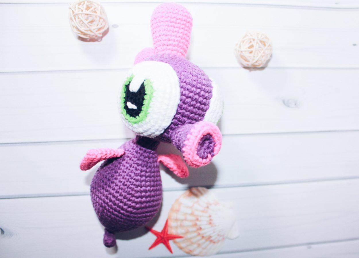 Вязаная игрушка Морской конёк